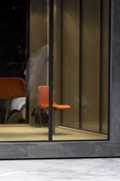 Nationaltheater Weimar   Premiere 18.10.2008Hamlet - No Roof AccessInszenierung: Claudia MeyerBühne: C.Meyer, V.KochKostüme: Andrea SchellingFoto zeigt: Xenia Noetzelmann, Marie Burchard,