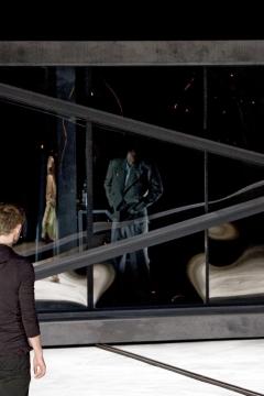 Nationaltheater Weimar   Premiere 18.10.2008Hamlet - No Roof AccessInszenierung: Claudia MeyerBühne: C.Meyer, V.KochKostüme: Andrea SchellingFoto zeigt:Patrick Güldenberg  , Xenia Noetzelmann
